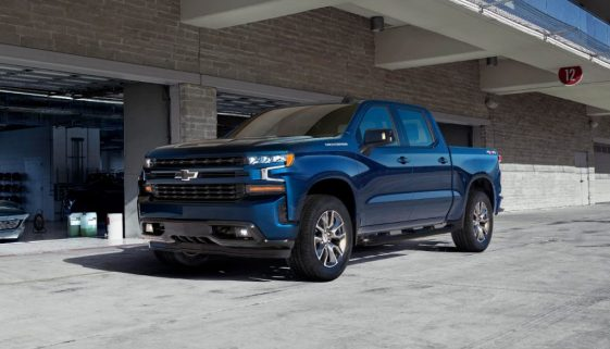 The technologically advanced 2.7L Turbo is the standard engine option on the LT and RST trims for the all-new 2019 Chevrolet Silverado.